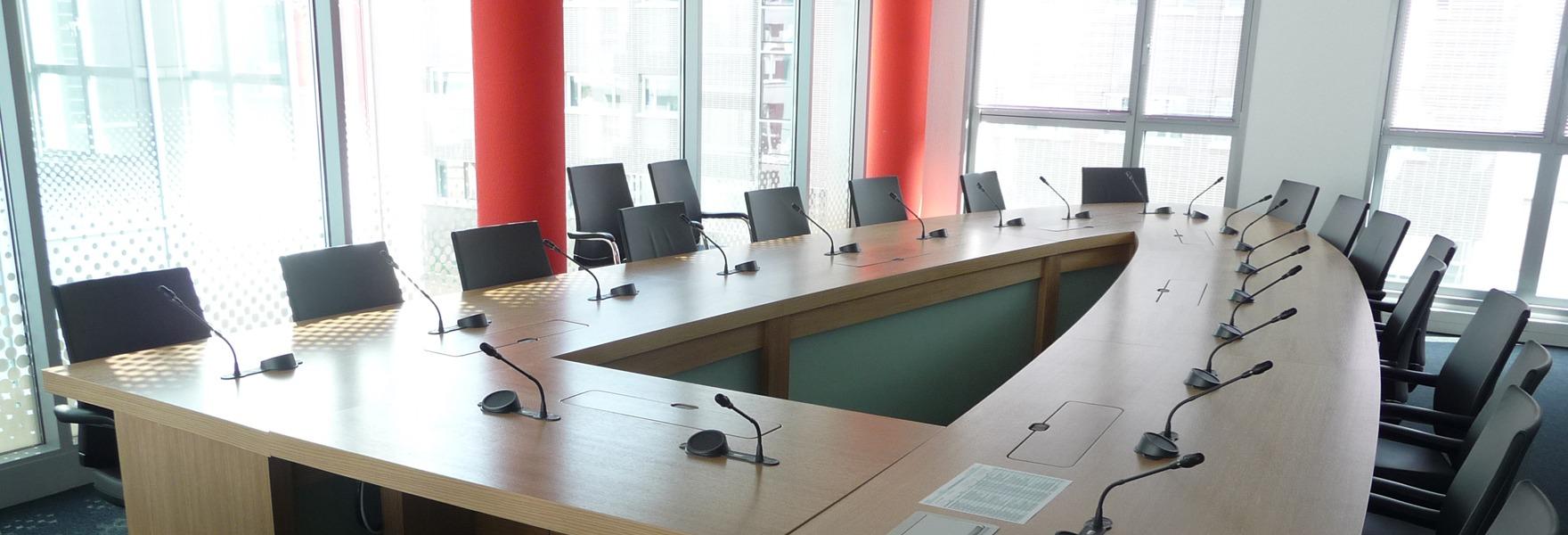 Agencement de tables de réunions
