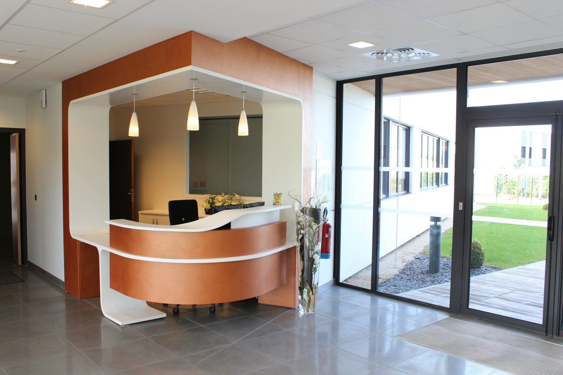 banque d 39 accueil et comptoir sur mesure creativ mobilier. Black Bedroom Furniture Sets. Home Design Ideas