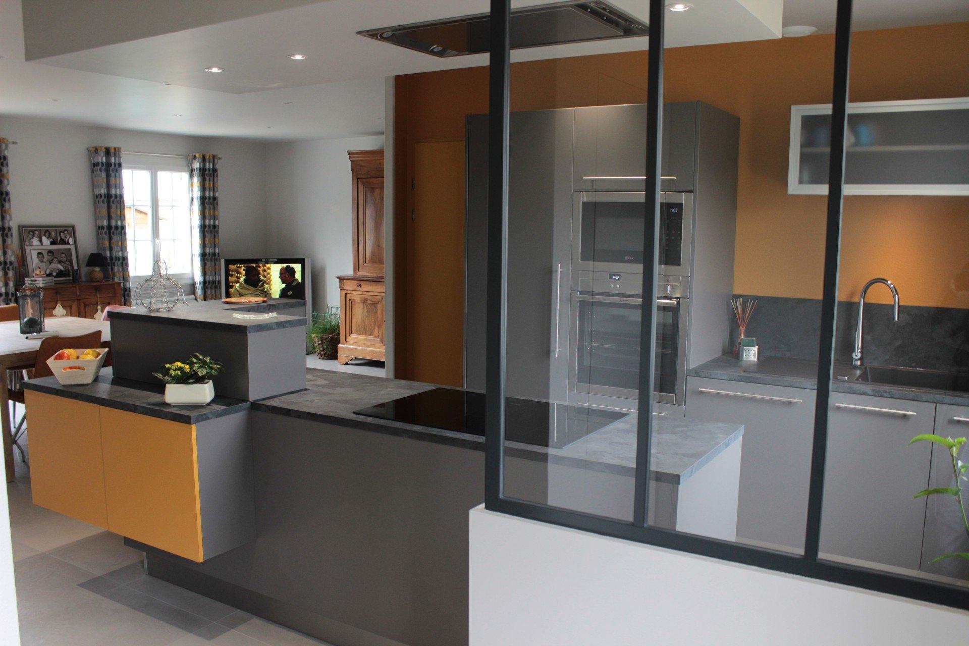am nagement d une cuisine ouverte sur l espace de vie et de l espace wc salle de bain corn. Black Bedroom Furniture Sets. Home Design Ideas
