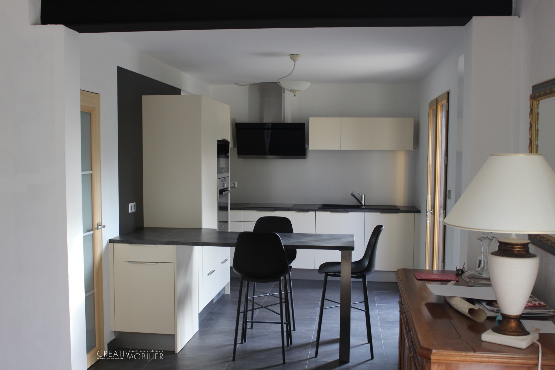 cuisine sur mesure aux teintes douces sur angers creativ mobilier. Black Bedroom Furniture Sets. Home Design Ideas