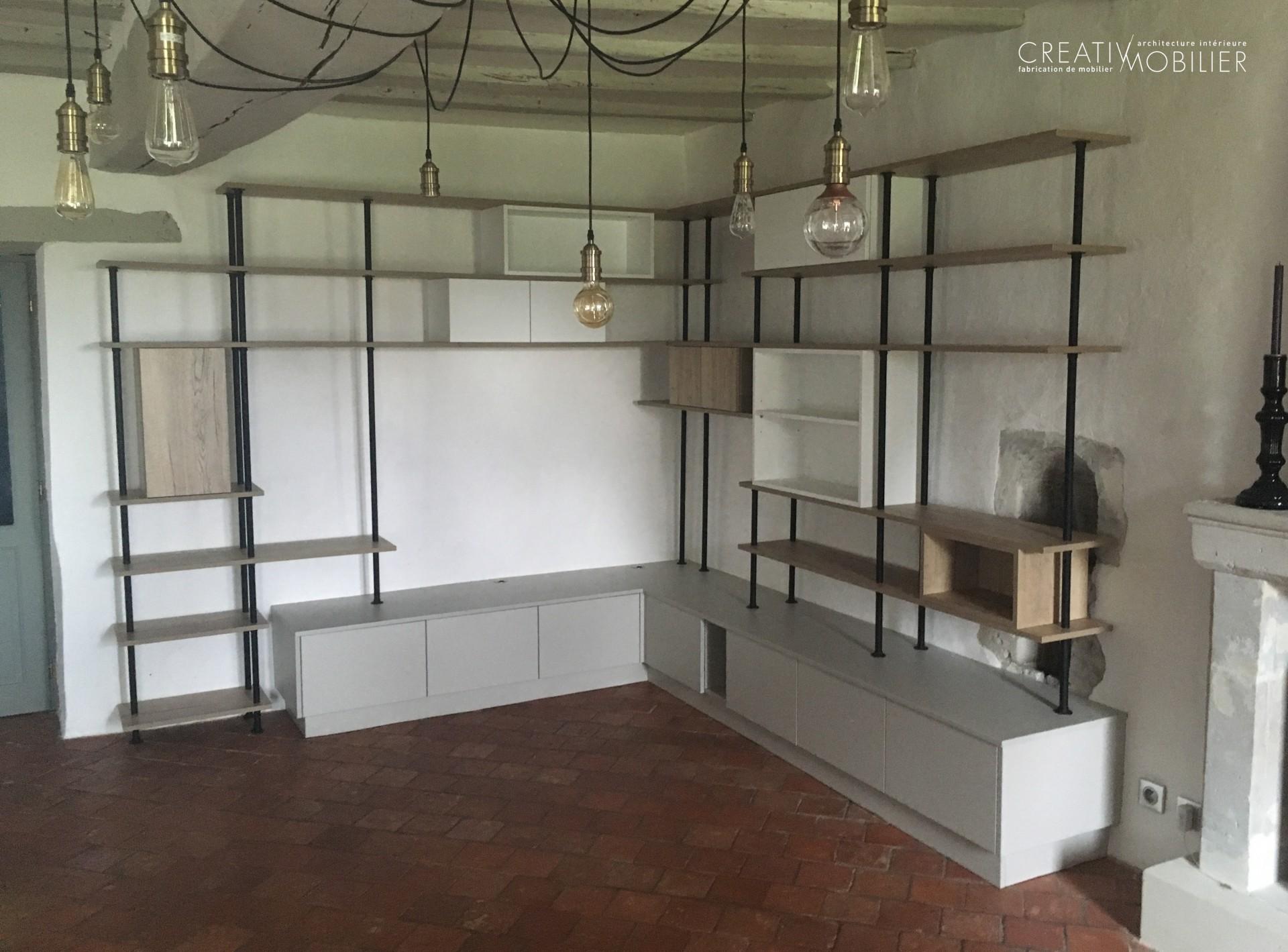 Meuble sur-mesure TV Bibliothèque dans un salon - bois et métal