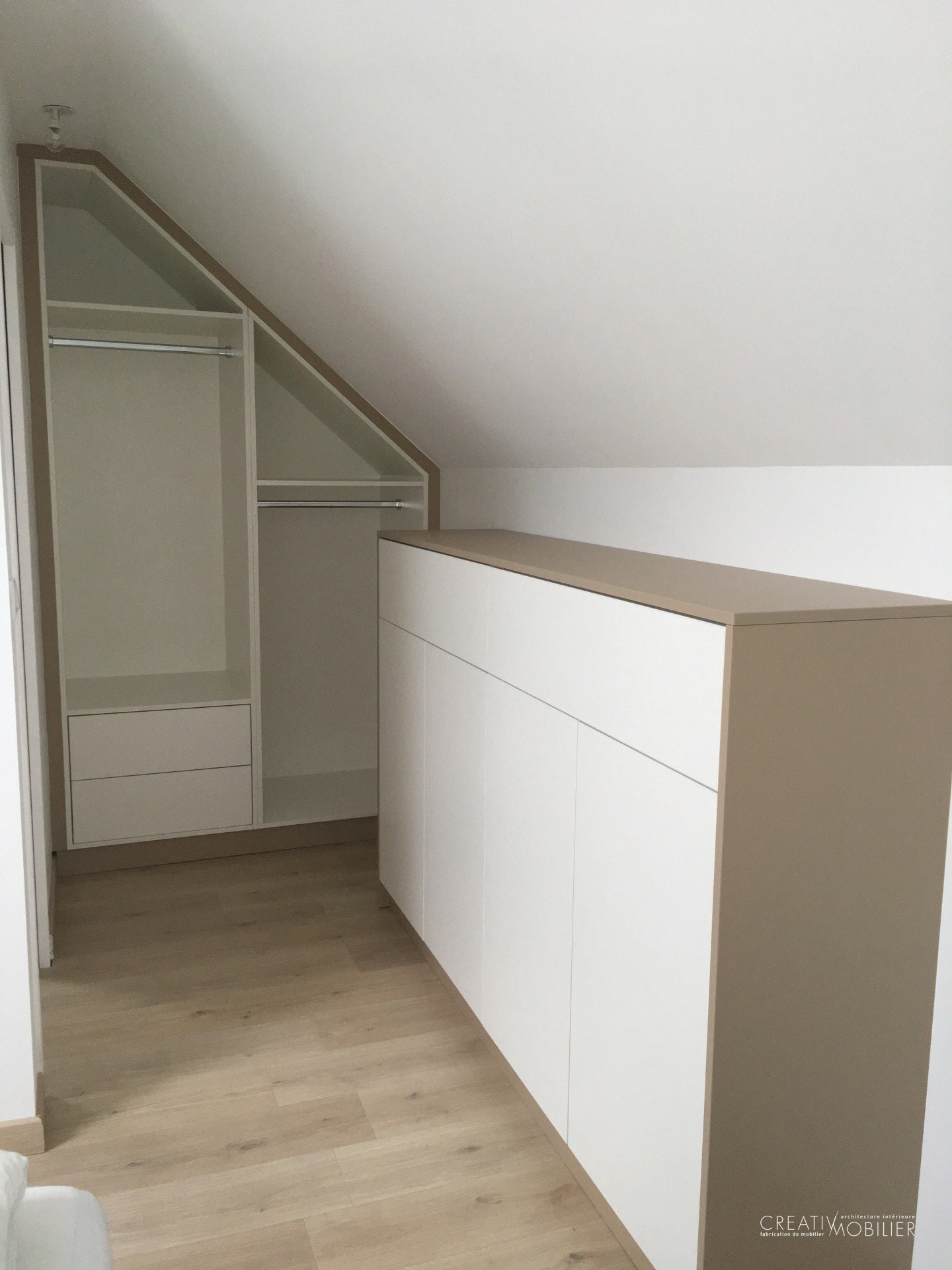dressing sous combles creativ mobilier. Black Bedroom Furniture Sets. Home Design Ideas